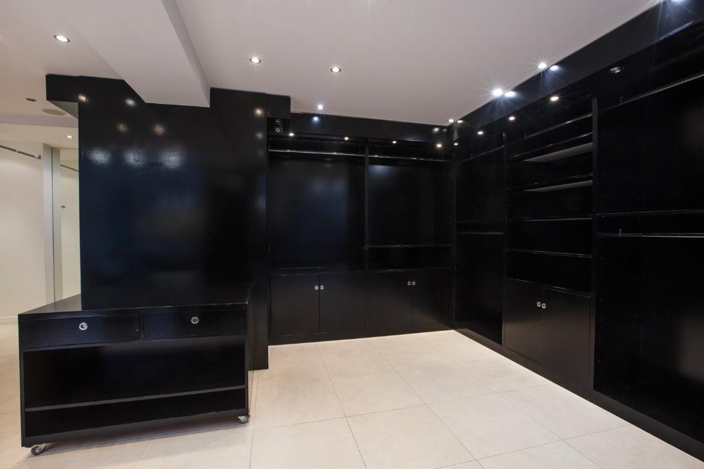 Rental empty room/storage Paris 16ème 4100€ CC - Picture 4