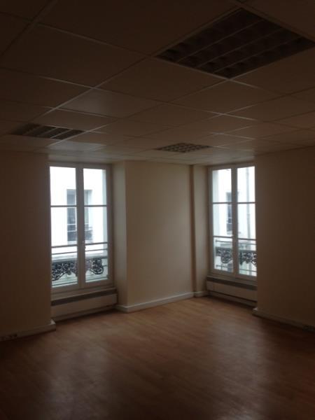 Rental office Paris 2ème 2100€ CC - Picture 2