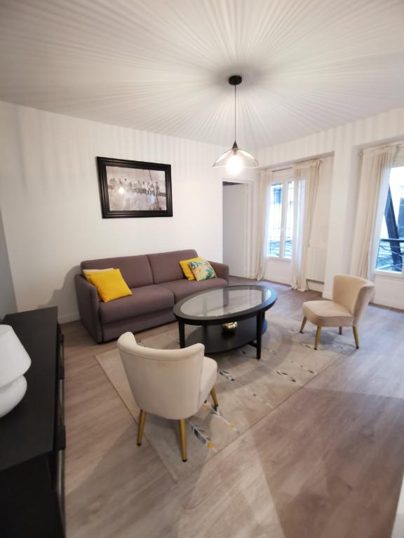 Rental apartment Paris 2ème 1800€ CC - Picture 1