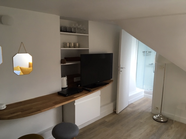 Rental apartment Paris 3ème 1 057€ CC - Picture 2