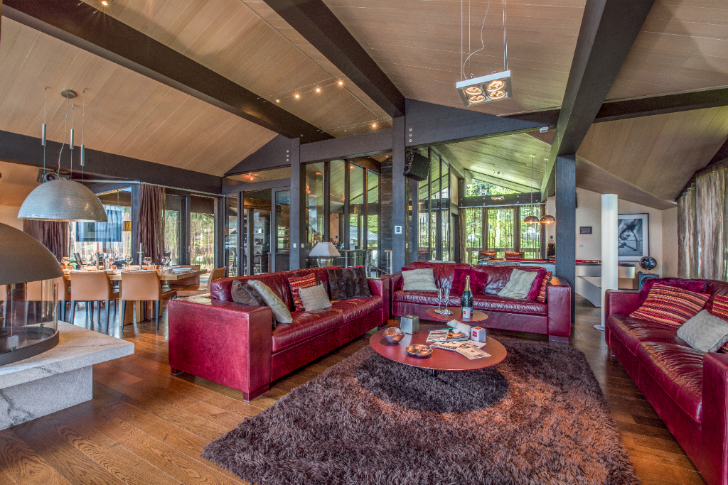 Luxurious ski-in ski-out chalet with modern lines - surface area of 550 sqm Chalet in Courchevel