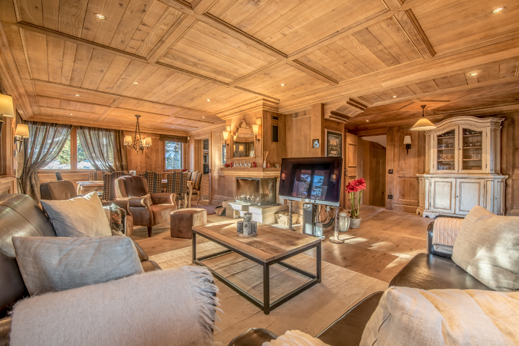 Family chalet - 5 en-suite bedrooms - swimming pool - ski in / ski out Chalet in Courchevel