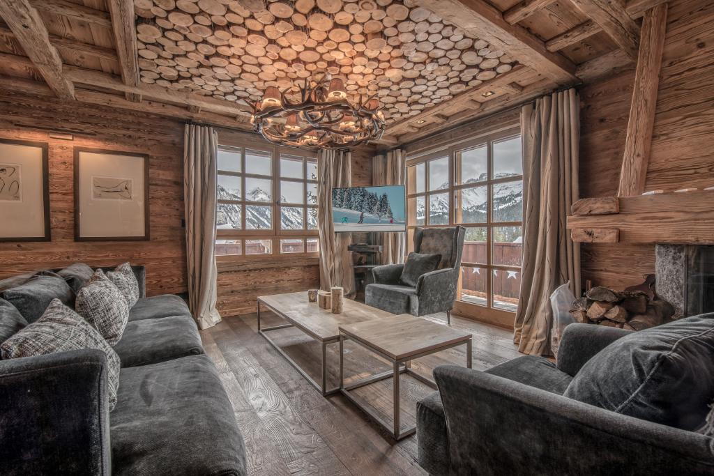 Superb renovated chalet of 160 sqm - 4 en-suite bedrooms - village center Chalet in Courchevel