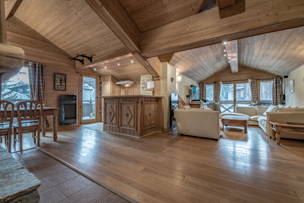 Top floor of a chalet - 3 bedrooms - resort center Accommodation in Courchevel