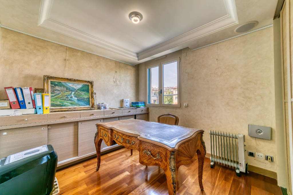 Photo of ANNECY - Exceptional location facing the lake for this 4 room apartment