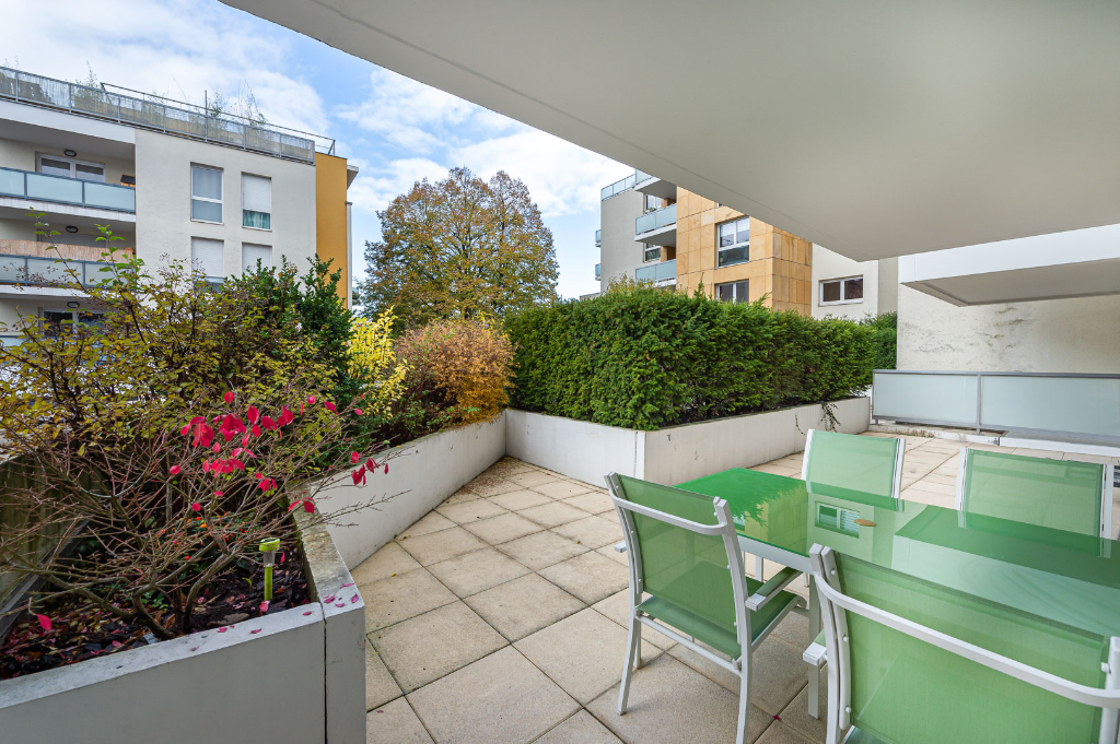Hyper center Annecy, 150 m² in a quiet area, 32 m² terrace Accommodation in Annecy