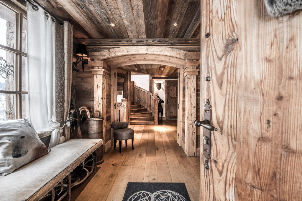 Modern but authentic chalet - 5 bedrooms - 270 m² - panoramic views Chalet in Courchevel