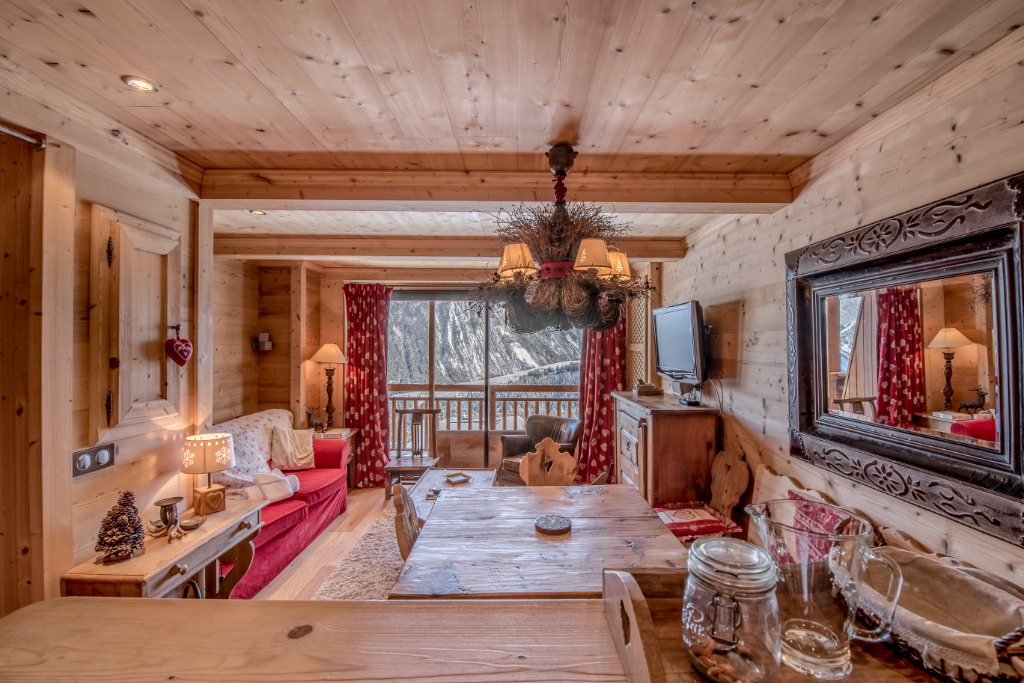 Charming apartment - ski in / ski out - one double bedroom + Junior room Accommodation in Courchevel