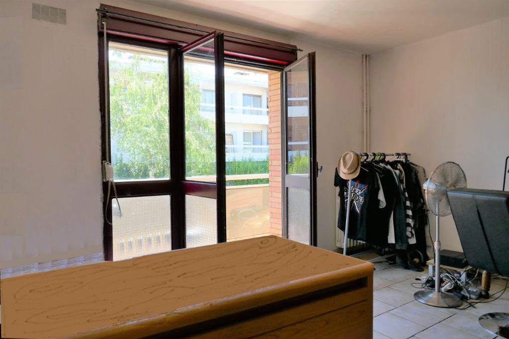 Crampel - Busca T1 de 26m2  parking, balcon, cave