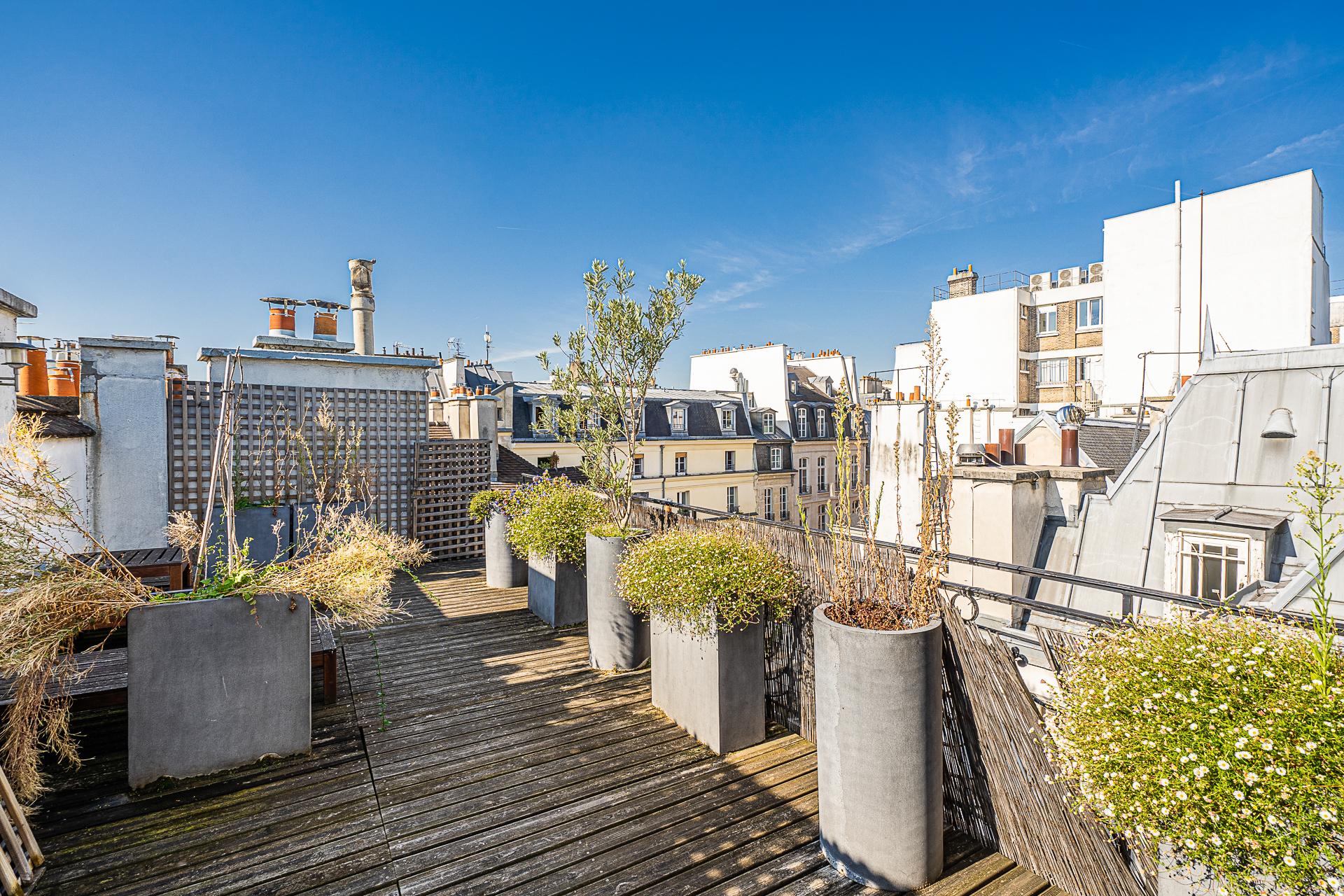 Apartment Paris Marais 3 bedrooms terraces workshop