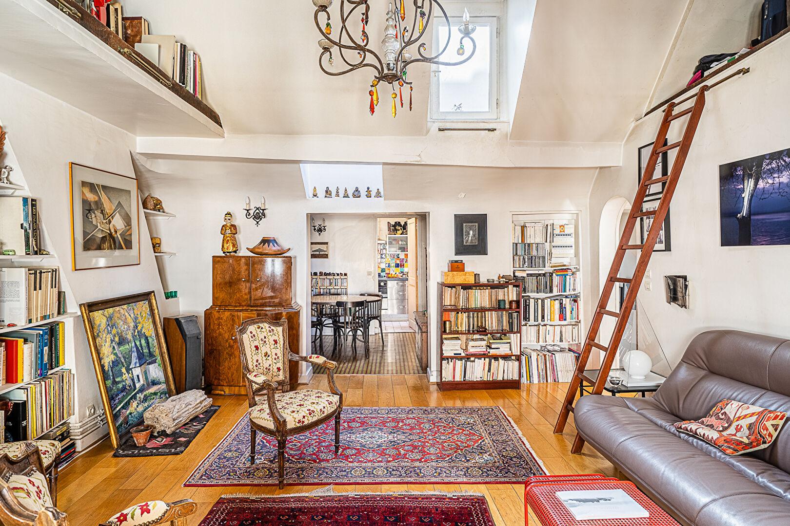 APARTMENT FOR SALE PARIS 75007 RUE DE VERNEUIL CARRE DES ANTIQUAIRES 4th and 5th and last floor - 2