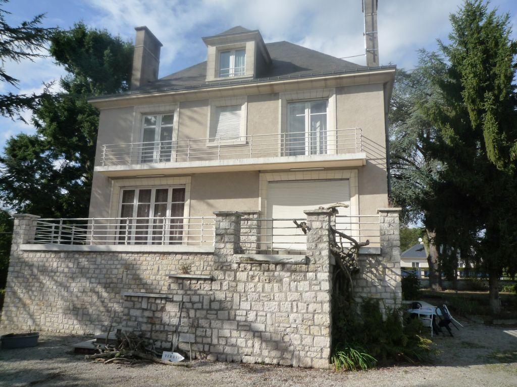 Maison 10 pièces - 8 chambres - ROMORANTIN LANTHENAY