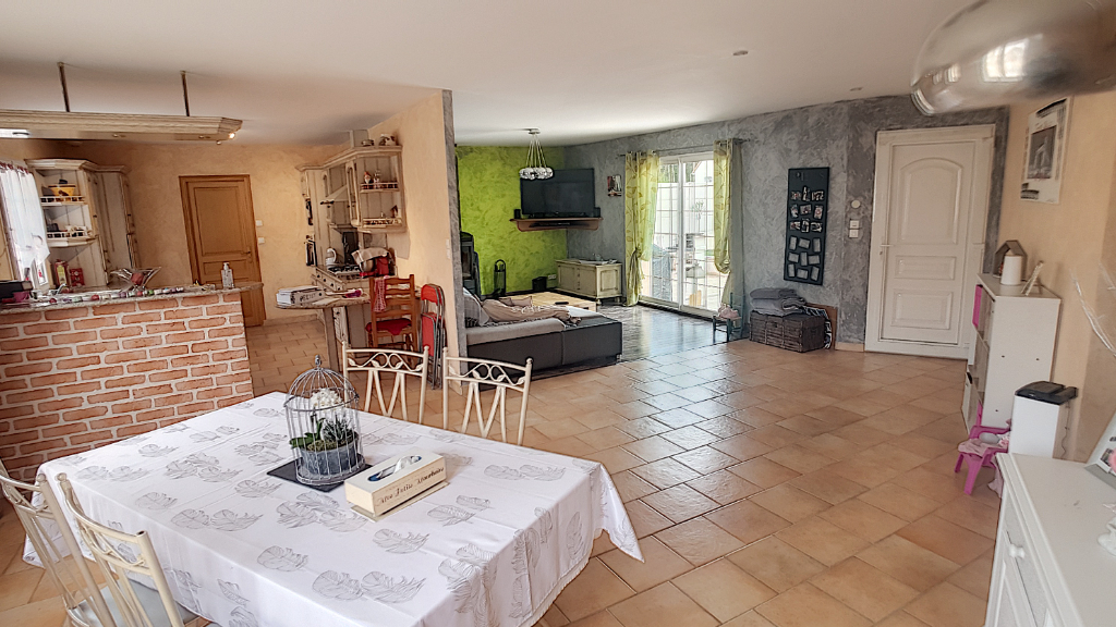 Maison à vendre - Pavillon de plain-pied - 4 chambres - piscine. Entre Selles sur Cher et Romorantin.