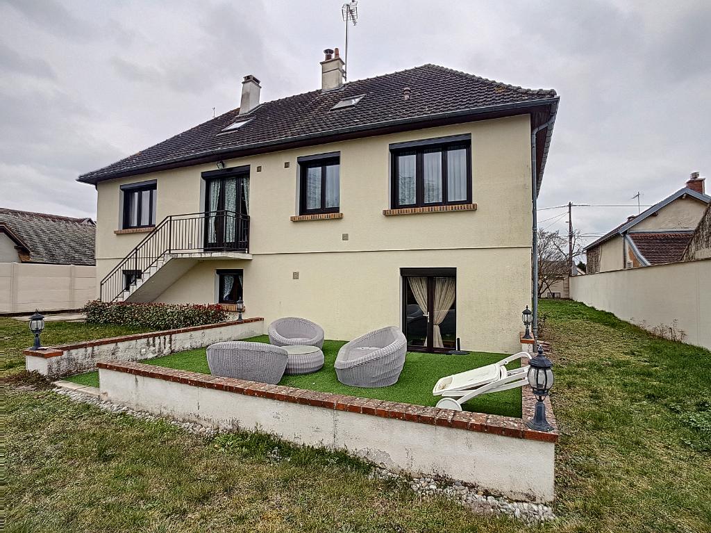 Maison à vendre - Maison  8 pi