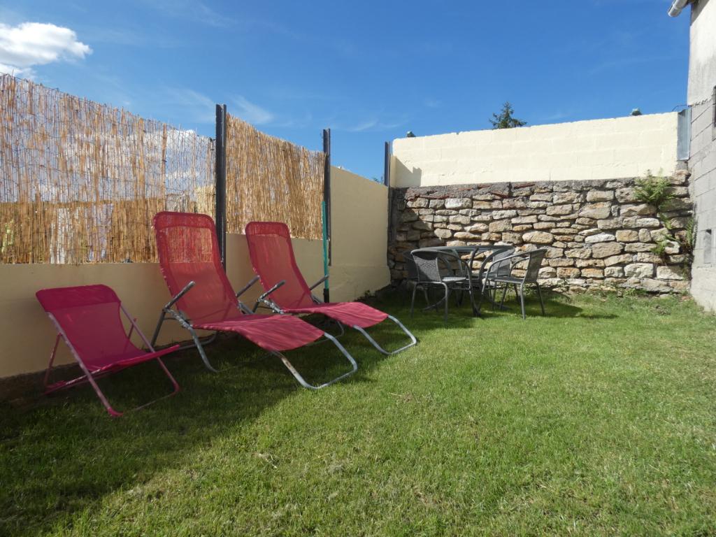 Maison de village 145m² 3 chambres 1 bureau  jardinet garage à Chaligny village