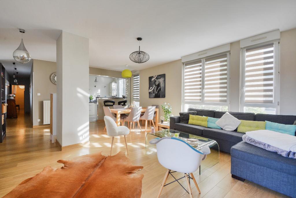Très bel appartement rénové dans résidence de qualité