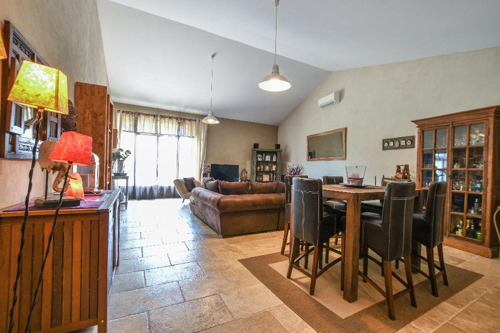 maison avignon 8 pi ce s 275 m2 avignon 84000. Black Bedroom Furniture Sets. Home Design Ideas
