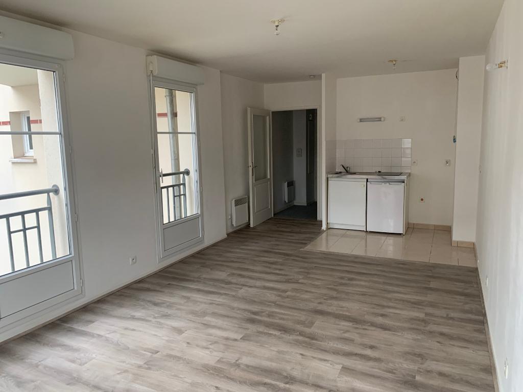 Rental apartment Saint quentin 345€ CC - Picture 1