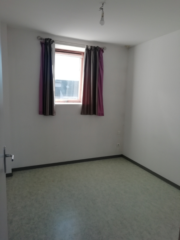 Location appartement Saint quentin 340€ CC - Photo 2