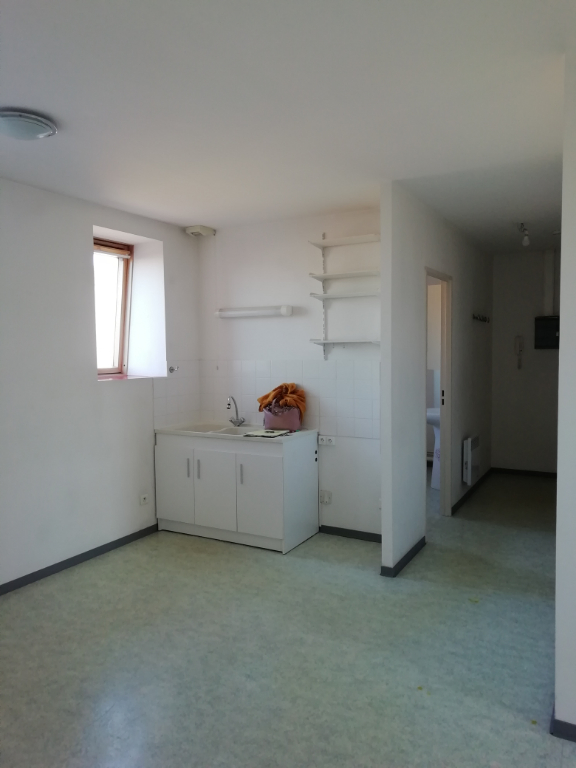 Rental apartment Saint quentin 340€ CC - Picture 3