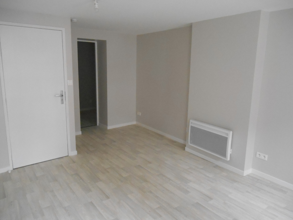 Rental apartment Saint quentin 385€ CC - Picture 2