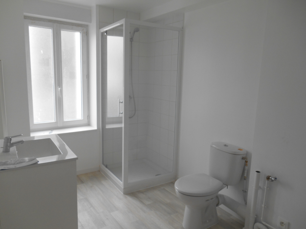 Rental apartment Saint quentin 385€ CC - Picture 3