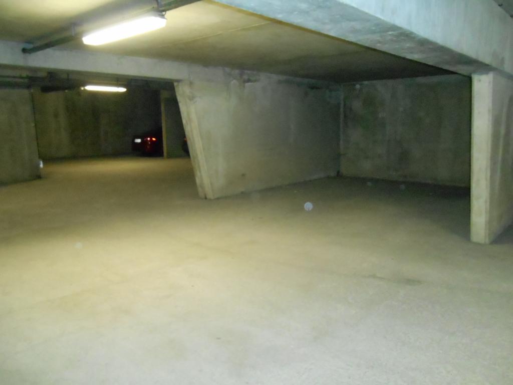 Rental parking spaces Saint quentin 50€ CC - Picture 1