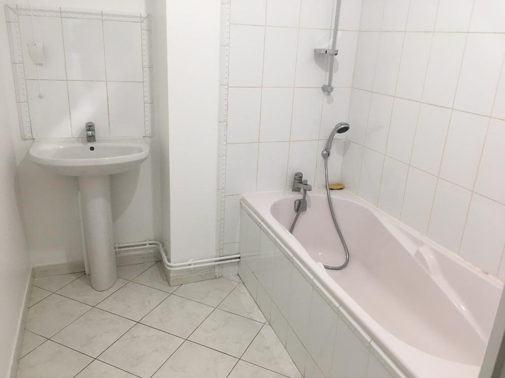 Rental apartment Saint quentin 700€ CC - Picture 8