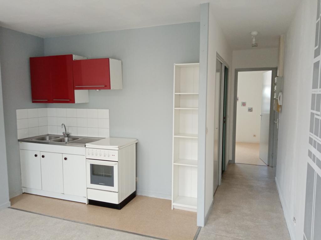 Rental apartment Saint quentin 385€ CC - Picture 1