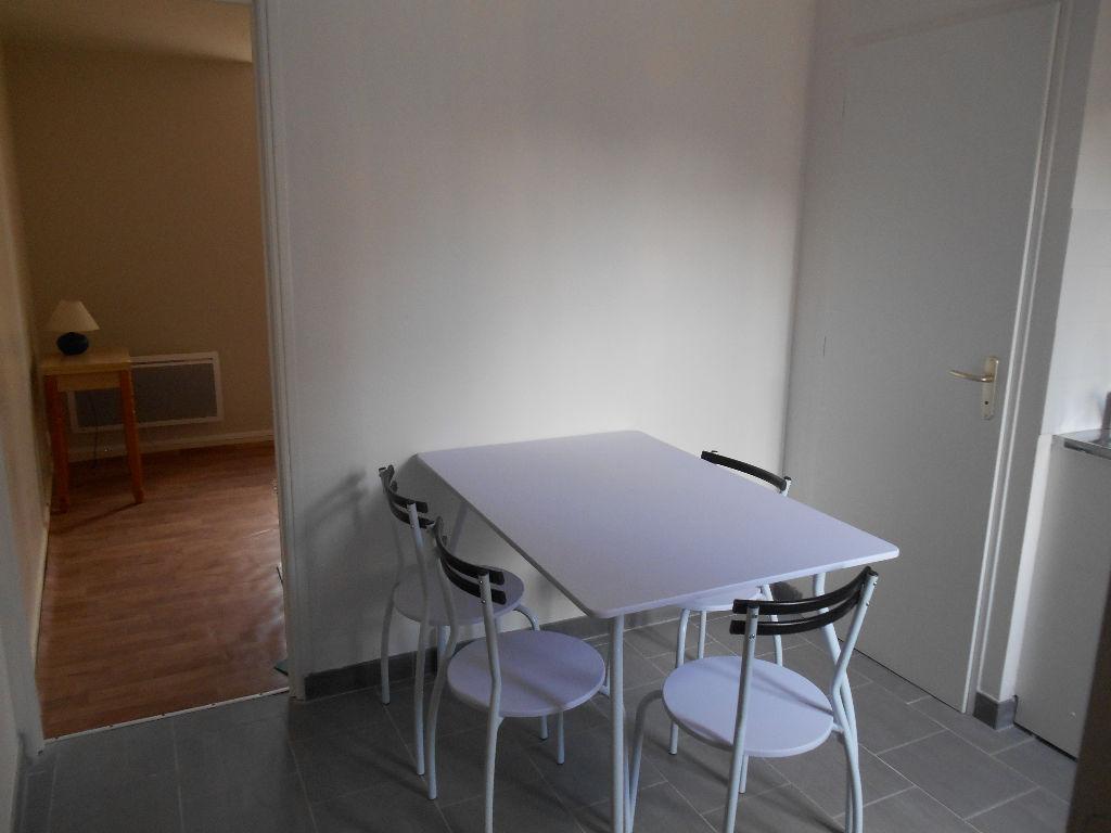 Rental apartment Saint quentin 365€ CC - Picture 5