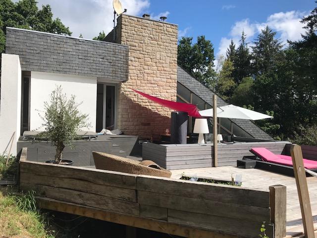 Sale house / villa Gouesnach 397500€ - Picture 1