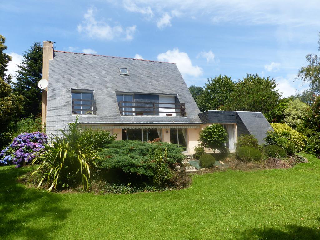 Sale house / villa Gouesnach 361500€ - Picture 1