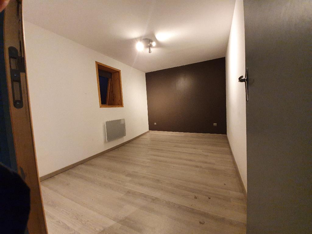 Bruay la Buissière Maison 2 chambres avec cour