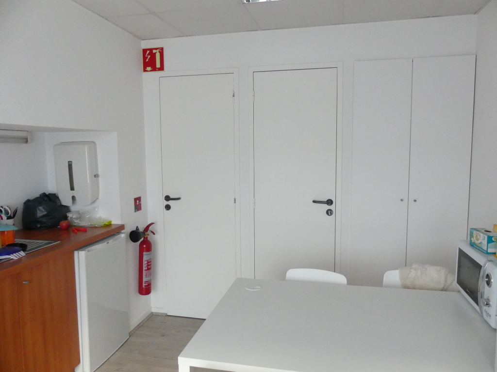 Location local commercial Pont l abbe 756,24€ HC - Photo 2