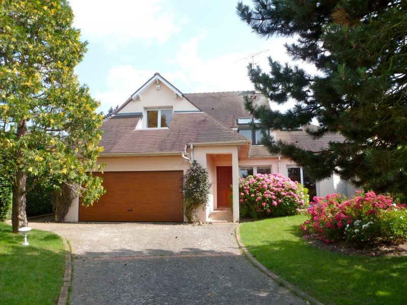 Maison 7 pièce(s) 270 m²              78860 Saint-Nom-la-Bretèche