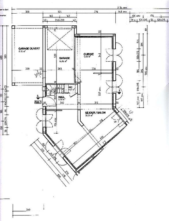 Proche village et commerces, maison mitoyenne 165 m² habitable sur un terrain de 250 m2. Beau séjour ouvert sur terrasse et jardin, cuisine américaine semi équipée, 5 chambres, salle de bains, 2 salle de douches, 3 WC.  Place de stationnement couverte. Bus vers RER A et lycée International, proximité de la gare de Mareil Marly. Contactez N. Raquel au 06.22.69.31.66  Nathalie RAQUEL Agent Commercial – Numéro RSAC : 750440950 – VERSAILLES