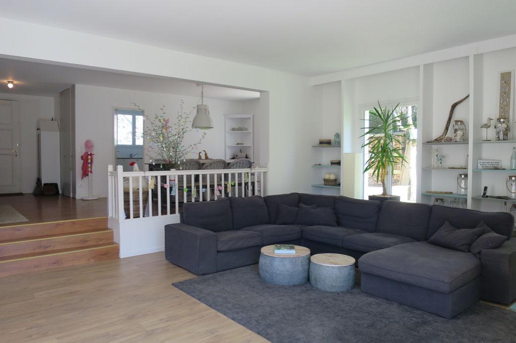 Maison 10 pièce(s) 215 m²                78860 SAINT NOM LA BRETECHE