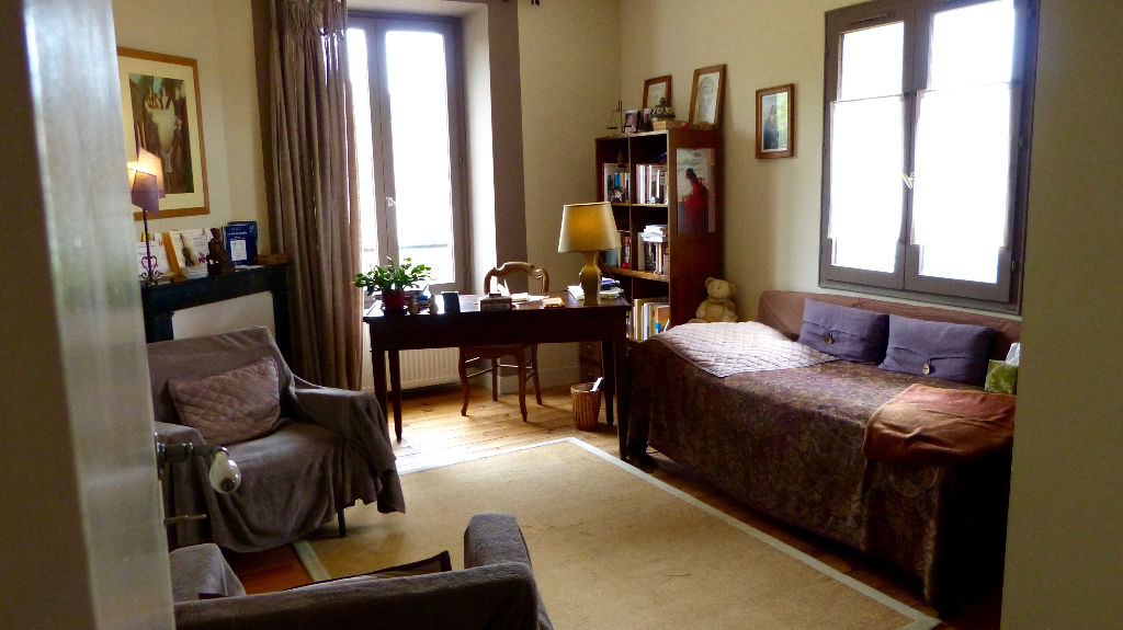 Maison 5 pièce(s) 160 m²                78240 AIGREMONT