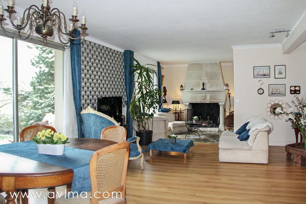 Maison 8 pièce(s) 210 m²                78860 SAINT NOM LA BRETECHE