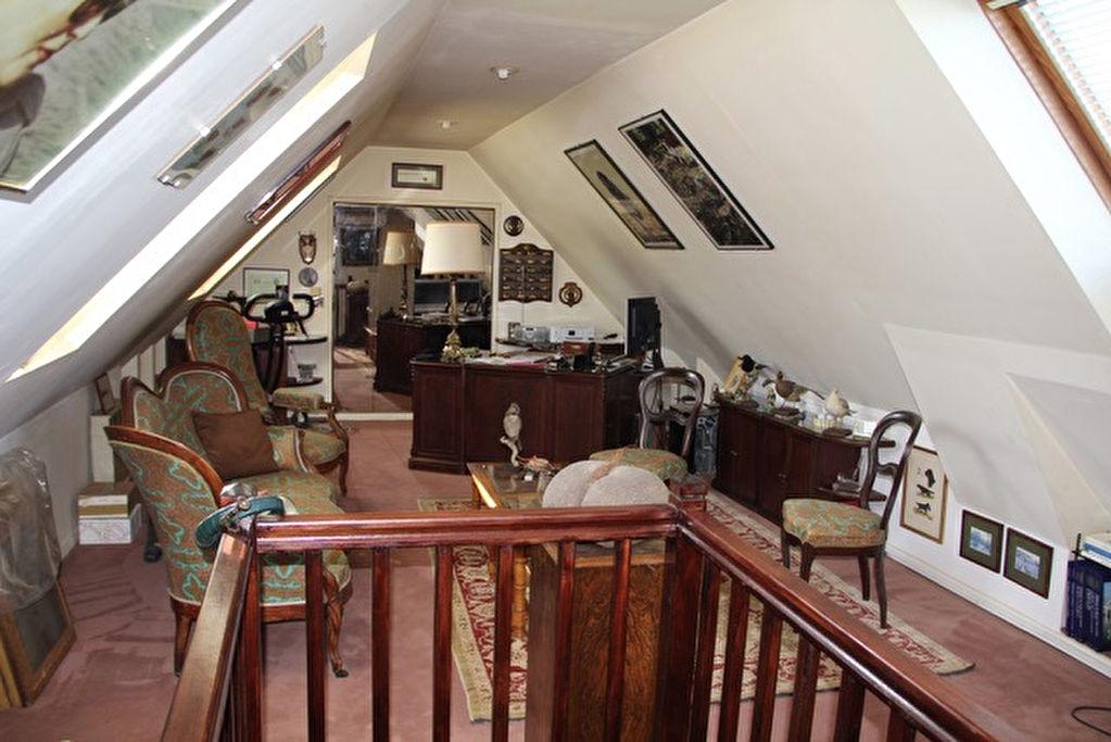 Maison 8 pièce(s) 223 m²                78860 SAINT NOM LA BRETECHE