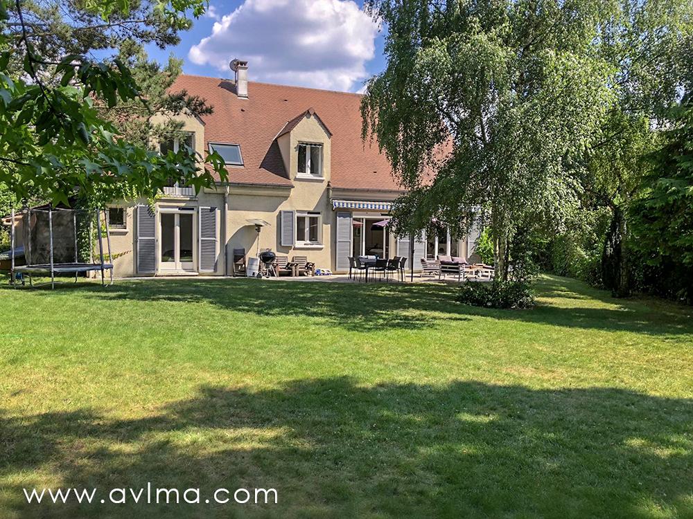 Maison 7 pièce(s) 210 m²                78860 SAINT NOM LA BRETECHE