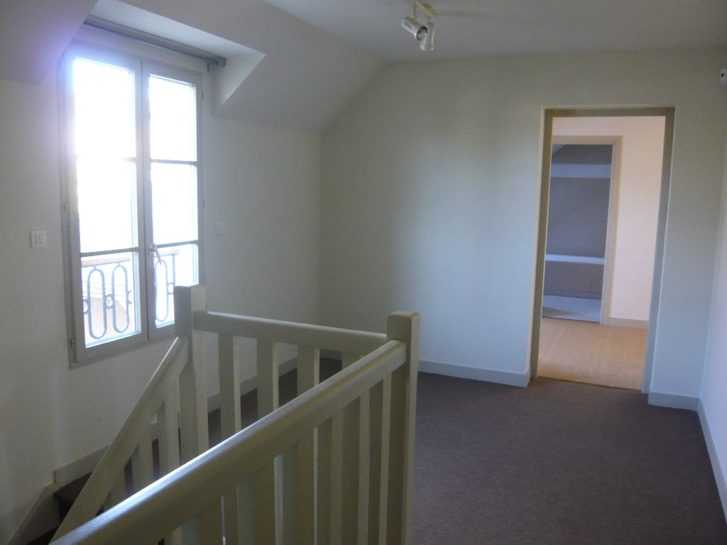 Maison 7 pièce(s) 240 m²                78580 HERBEVILLE