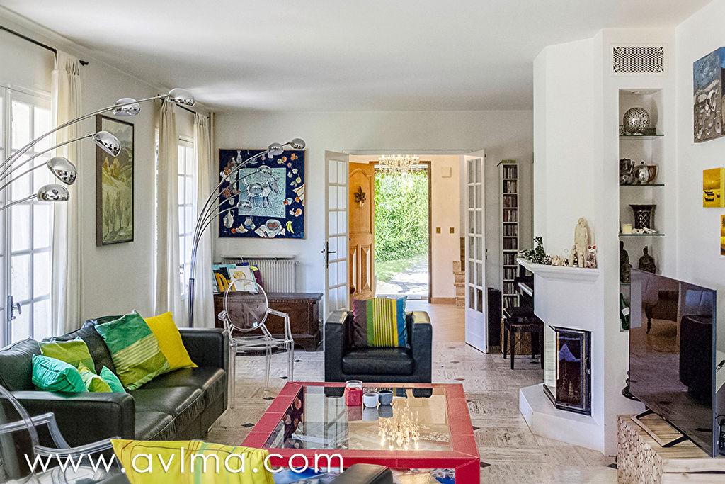Maison 10 pièce(s) 275 m²                78240 CHAMBOURCY