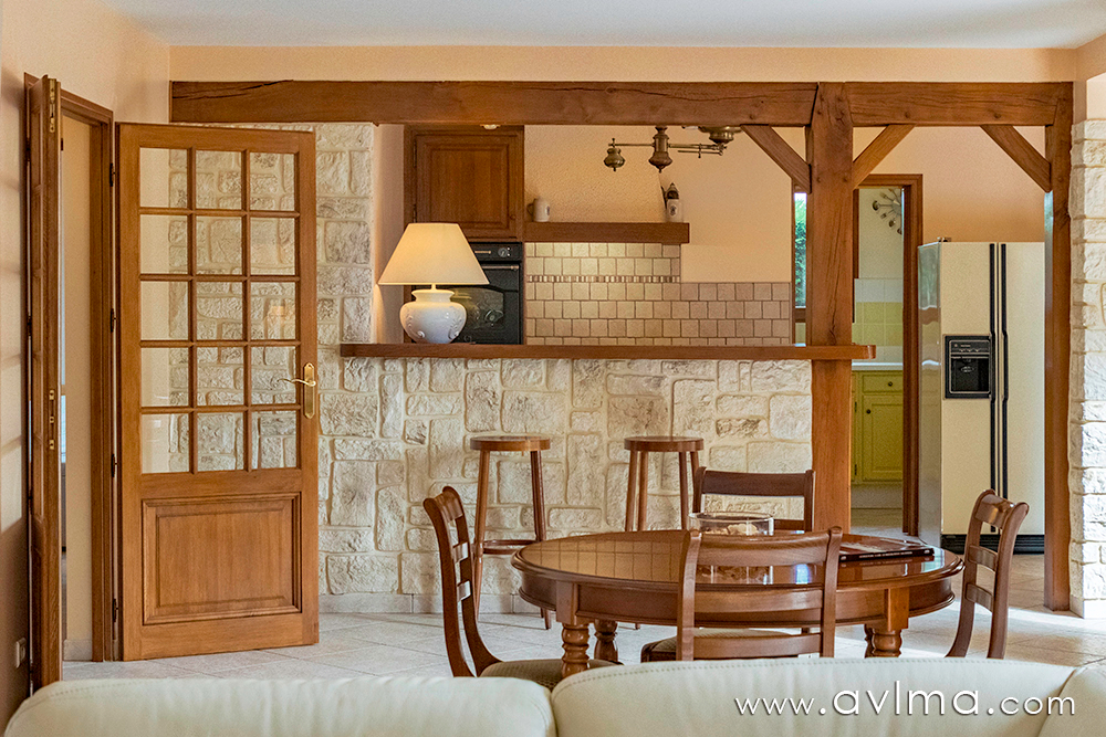 Belle maison lumineuse et confortable en parfait état sur un grand terrain !     !