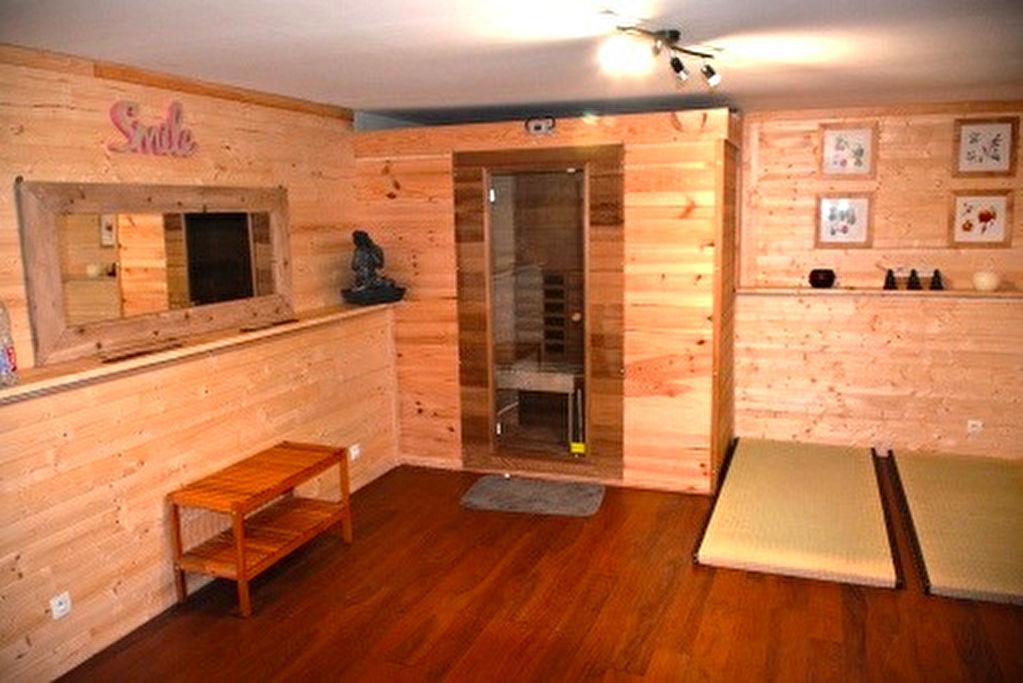 Maison 8 pièce(s) 170 m²                78121 CRESPIERES