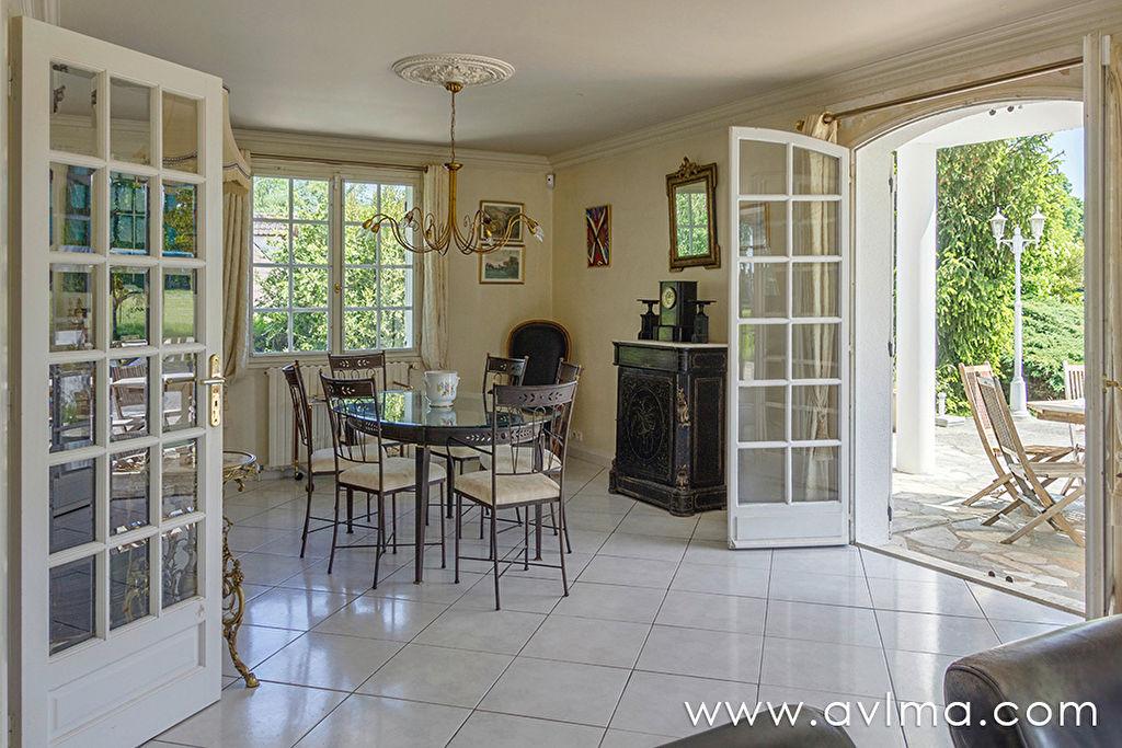 Maison Thiverval Grignon 7 pièce(s)