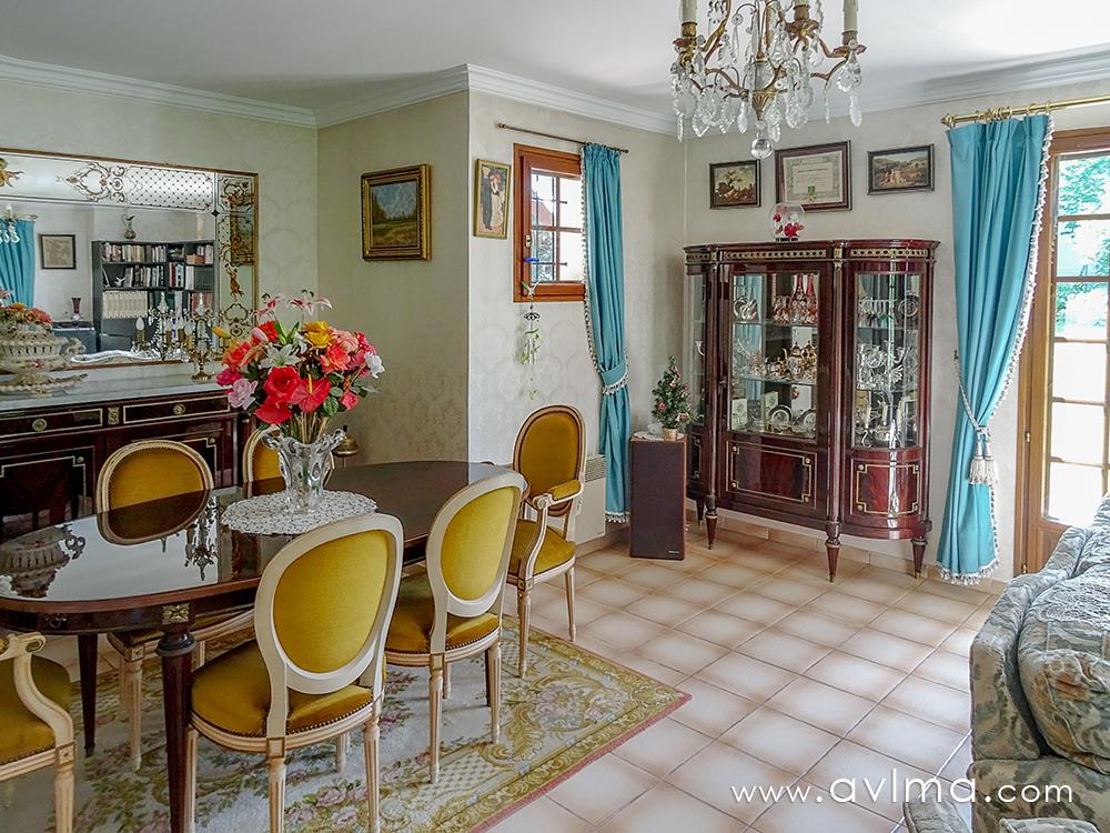 Maison 7 pièce(s) 151 m²                78810 DAVRON