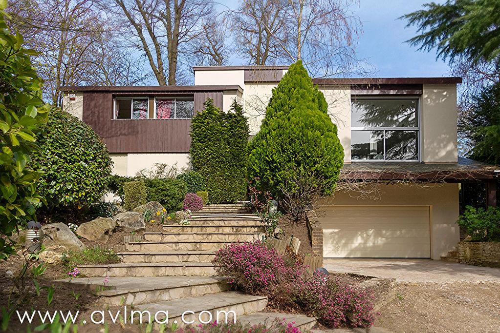 Maison 11 pièce(s) 318 m²                78430 LOUVECIENNES