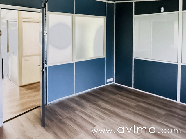 Très bien situé, dans la zone d'activités de Plaisir- les Clayes-sous-bois, bureau à louer dans un ensemble immobilier. Vous disposerez également d'un petit espace de réception, de toilettes et stationnement. Loyer de 270eurosHT/mois + provision pour charges de 25eurosHT/mois Honoraires d'agence de 810eurosHT à la charge du locataire  Christelle HERMAN Agent Commercial – Numéro RSAC : 750110355 – VERSAILLES