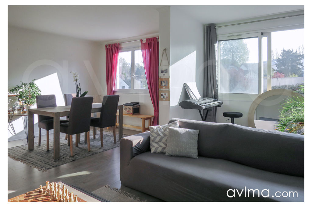 Appartement 5 pièce(s) 94 m²                         78870 BAILLY